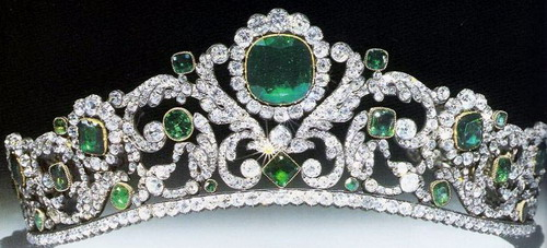 06_Tiara_Emerald_Diamond