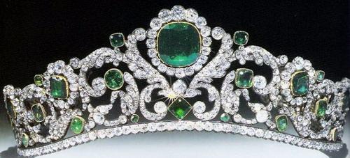 06_Tiara_Emerald_Diamond